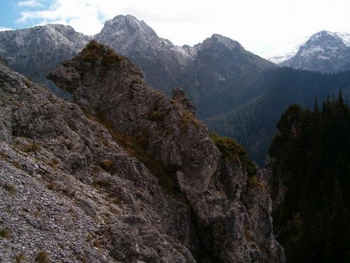 Kiernia, w tle Giewont #góry #masyw #mountain #Tatry #Zachodnie #Kiernia #Giewont #skała