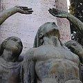 ręce i oczy wzniesione ku niebu #cmentarz #rzym #roma #ręce #posąg