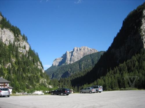 Malga Ciapela, parking koło kolejki na Marmoladę #góry #Dolomity #Włochy