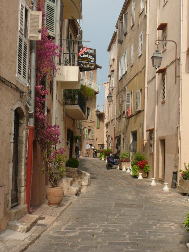 Piękno wąskich, starych uliczek Le Suquet #LazuroweWybrzeże