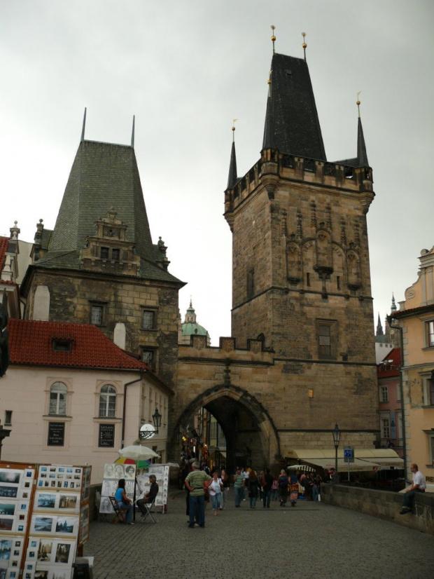 Malostrańska Wieża Mostowa - niższa to relikt po moście Judyty, wyższa, gotycka z 1464r. #Praga