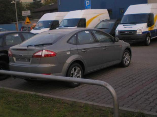 New Ford Mondeo sedan-widok z boku. #motoryzacja