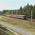 Ostatnio mój ulubiony motyw - nasyp linii Piła Główna - Kutno. Odcinek Piła - Kaczory. Nieznanych numerów kibelek zmierza do Bydgoszczy jako 85430 #kolej #PKP #EN57 #lato